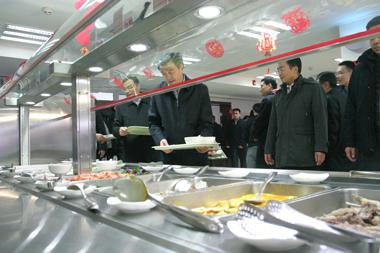国务院办公厅领导莅临中南海健力源餐厅慰问工作人员